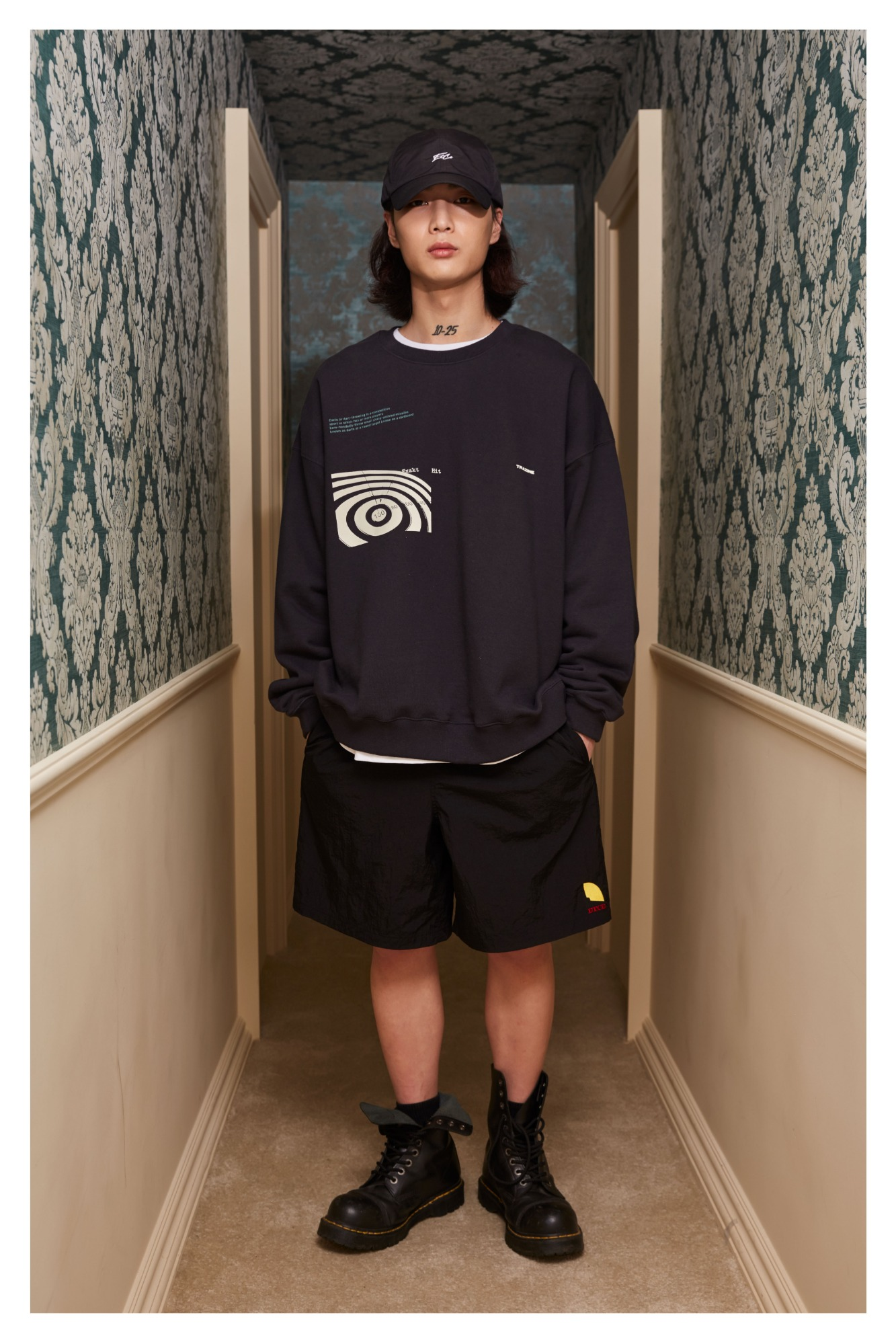 Dart Logo Over Fit Shorts (Black)